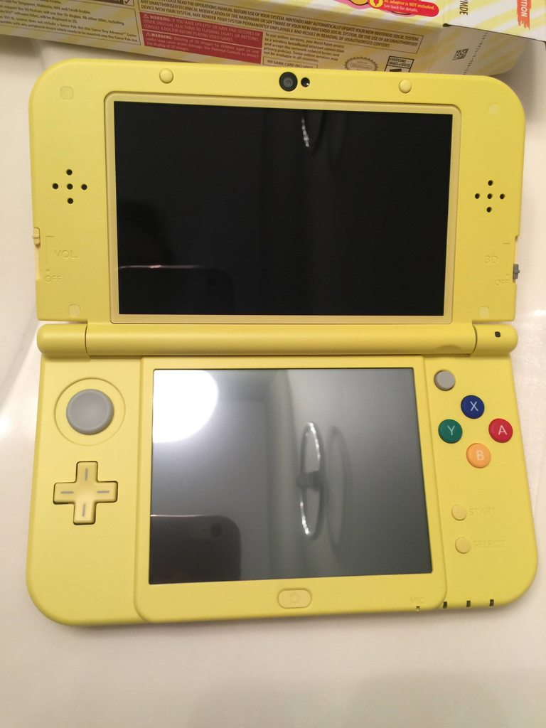Photos of the pikachu yellow edition new 3ds xl nintendo for 3ds xl pikachu achat